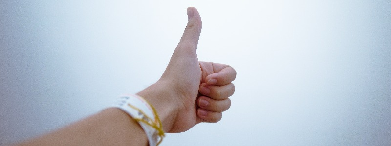 person-doing-thumbs-up-193821 (1)