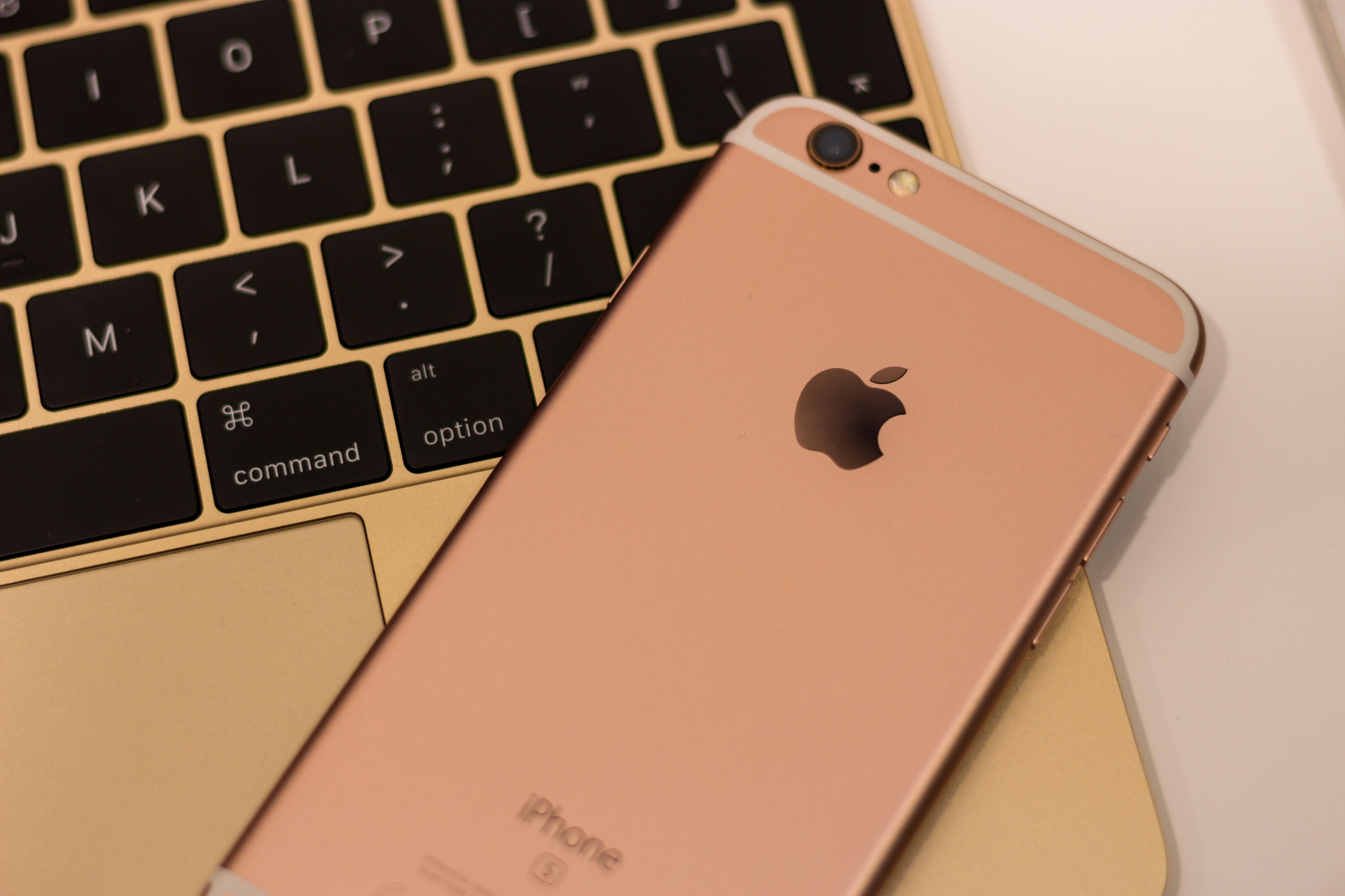 apple-apple-devices-blur-cellphone-198192