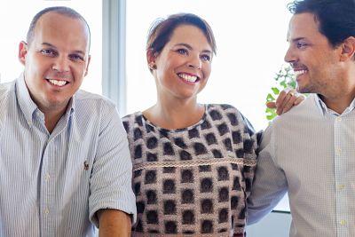 Los hermanos Norberto, Vicente y Patricia Granados dirigen Instituto Español en la actualidad