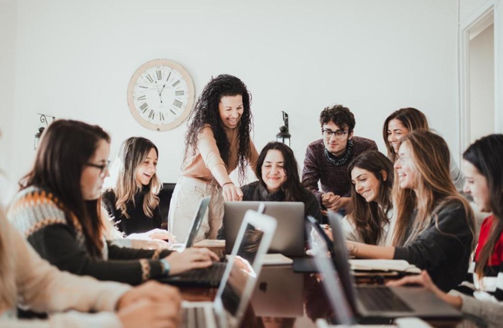 YouTOOProject ofrece servicios gratuitos de asesoría a jóvenes que quieren viajar a Australia, Nueva Zelanda o Canadá y emplea a 60 personas distribuidas en los cinco continentes
